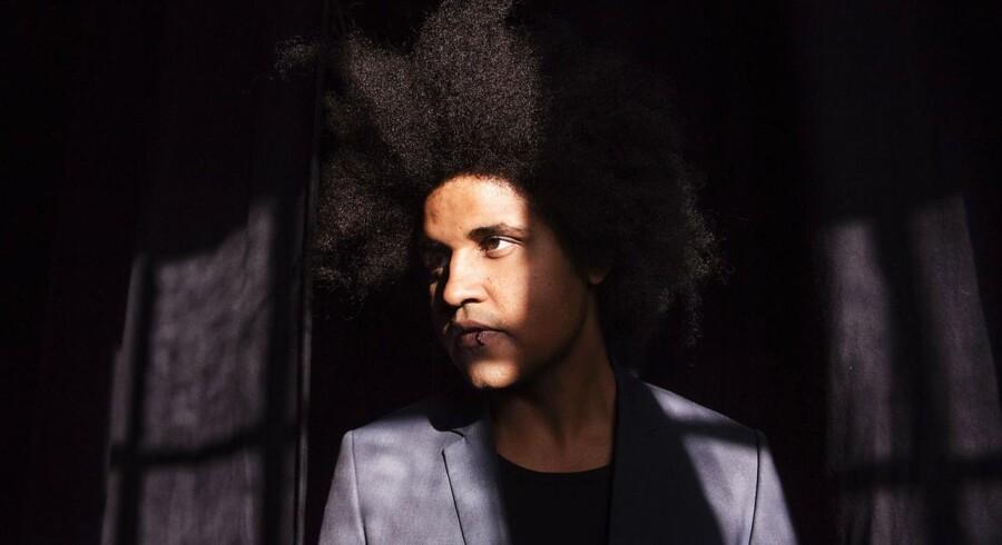 Thomas Buttenschøn er aktuel med sit femte album »Sange Der Ikke Er Til Radioen«.