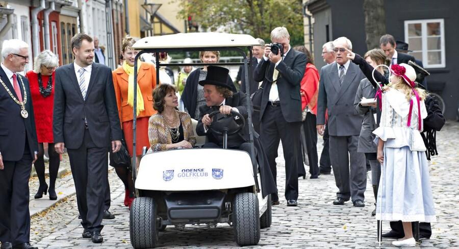 Da Isabel Allende er dårligt gående, blev hun kørt i golfvogn fra H. C. Andersens hus til Odense koncerthus, hvor den chilenske forfatter modtog H.C. Andersen prisen.