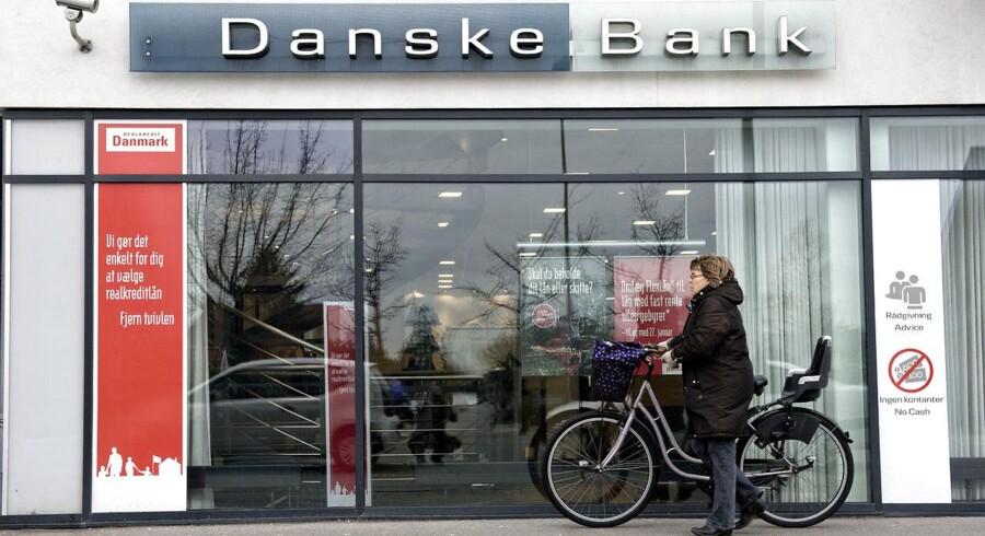 Danske Bank og andre storbanker bliver kritiseret for at tage sig betalt to gange for at rådgive kunder med penge i investeringsforeninger.