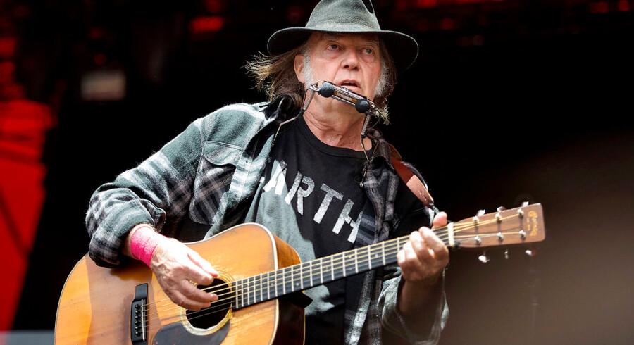 Neil Young optræder på Orange Scene fredag d. 1 juli 2016 på Roskilde Festival 2016. Roskilde Festival 2016 Neil Young på Orange Scene fredag aften. (Foto: Nils Meilvang/Scanpix 2016)