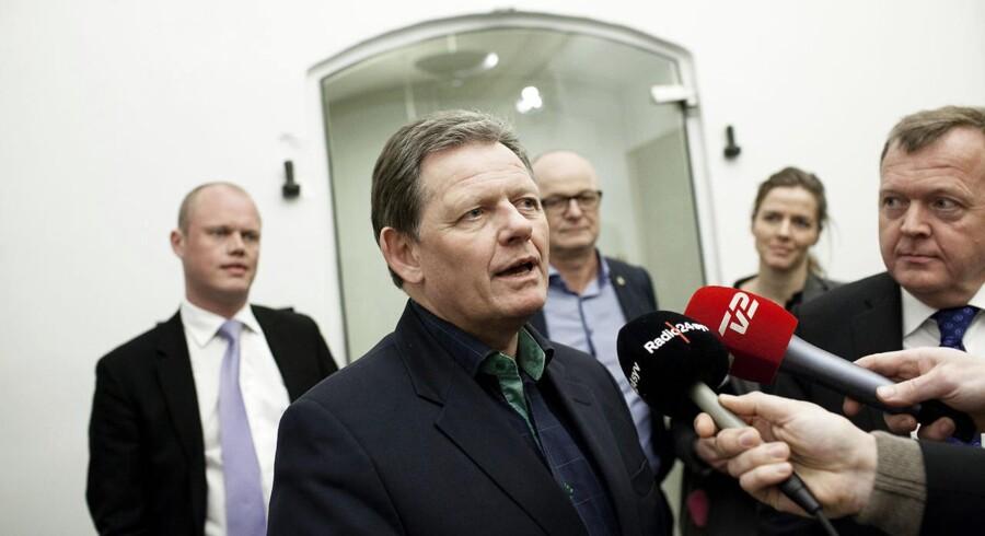 Liberale og konservative har ikke brugt sommeren på at slibe kanter af, men sætte spidse hjørner på. Lars Løkke Rasmussen og Lars Barfoed har dok ikke selv blandet sig direkte i debatten.