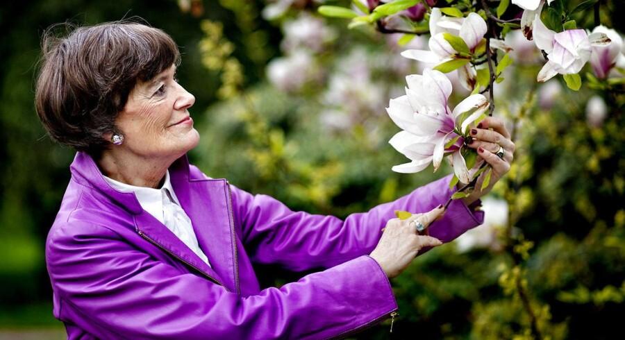 »Jeg har konstant smerter,« fortæller Jane Aamund til BT. Den 77-årige forfatter vil have aktiv dødshjælp for sine smerter, der stammer fra intensiv strålebehandling for cancer i ganen og beder nu politikerne om at indføre lovgivning i Danmark om aktiv dødshjælp.
