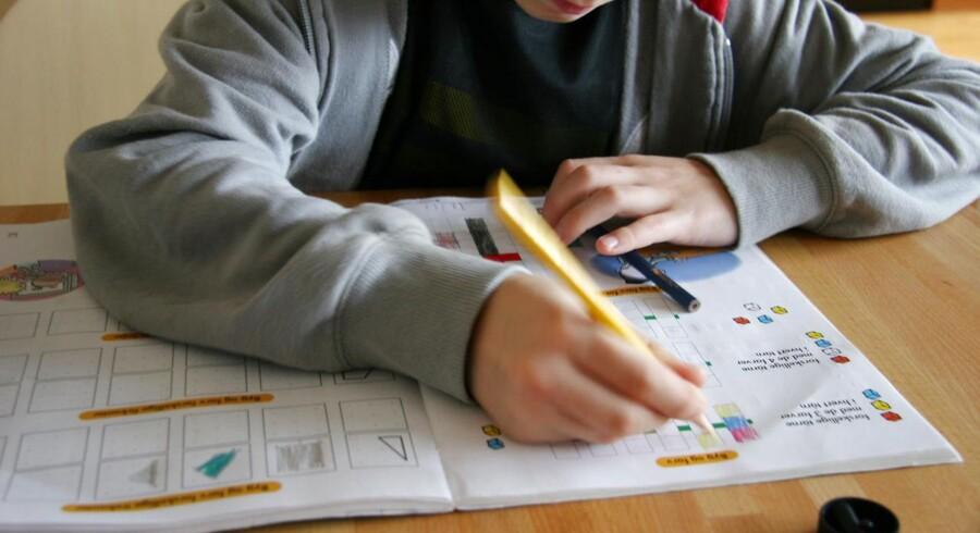 ARKIVFOTO. DrengeAkademiet - en intensiv skolelejr for 14-16-årige udsatte drenge, der halter bagefter i skolen - har stor succes med at hjælpe drenge til at blive bedre til at læse, skrive og regne. (Foto: Brian Bergmann/Scanpix 2013)