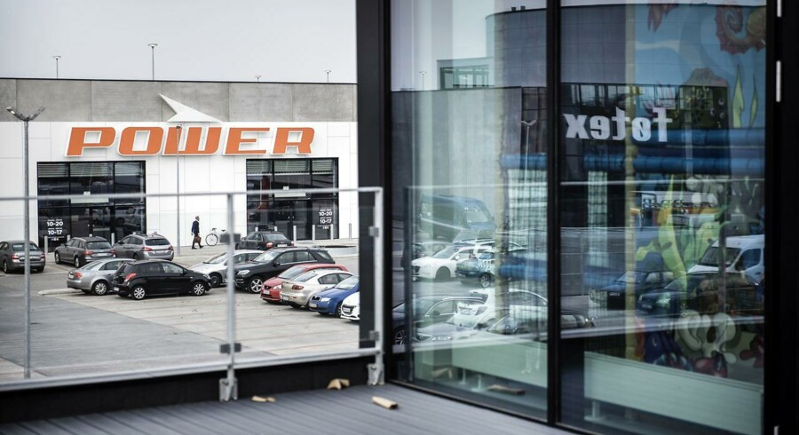 Det nye Big Shopping-center i Herlev til godt en milliard kroner åbner officielt 31. oktober - med Føtex og den nye Power-elektronikkæde som nogle af de største butikker. Allerede fire uger inden tyvstartede Power med sin åbning, der gav lange køer til en stribe slagtilbud.