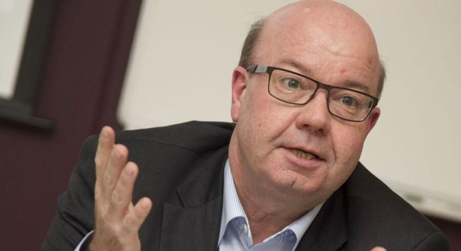 DBU-formand Jesper Møller er bekymret over de seneste afsløringer af Sepp Blatter og Michel Platini, og kræver total gennemsigtighed og oprydning, ikke bare i FIFA, men også i det europæiske fodboldforbund UEFA.