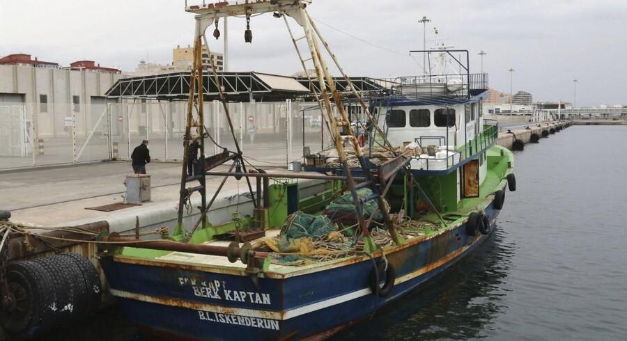 Den spanske kystvagt fanger jævnligt smuglerskibe som dette med tonsvis af hash og andre ulovlige stoffer i lasten - men de spanske dommere er begyndt at sætte narkosmuglere på fri fod.