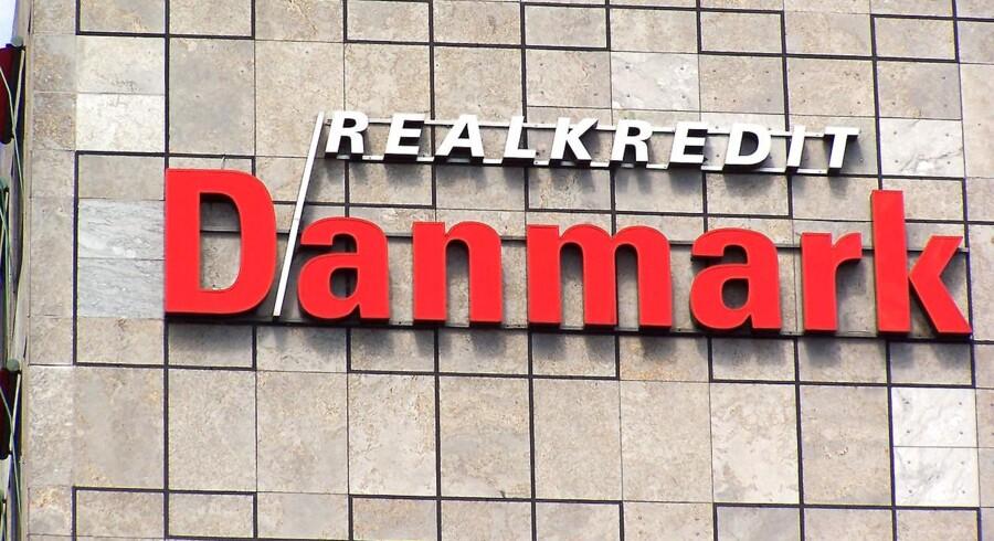 Sidste år var et rigtigt godt et af slagsen for realkreditselskaberne. Renterne faldt i begyndelsen af året til rekordlave niveauer, og det var med til at sikre Realkredit Danmark et resultat på 3,9 milliarder kroner efter skat.
