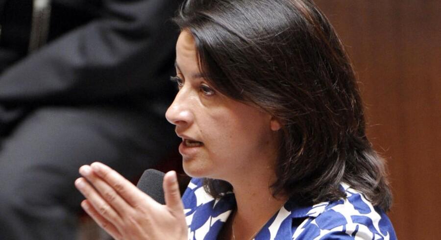 Cecile Duflot og hendes blå sommerkjole har skabt debat om den franske kultur i parlamentet.