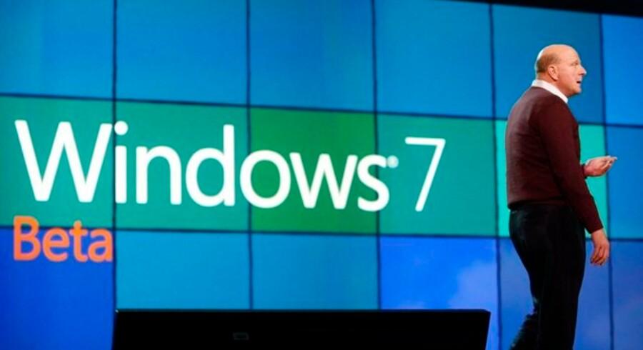 På fredag kan forbrugerne begynde at teste det nye Windows 7, sagde Microsofts topchef, Steve Ballmer, i sin åbningstale på hotel The Venetian i Las Vegas.