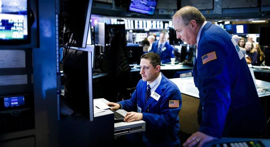 De asiatiske aktiemarkeder starter den nye uge med generelle kursfald trods blandede tendenser i de enkelte markeder.