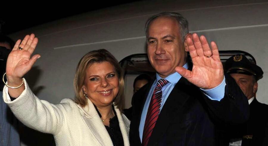 Sara Netanyahu er Benjamins tredje kone, og han er hendes anden mand. Parret blev gift i 1991, og har sammen børnene Yair og Avner. Foto: AFP