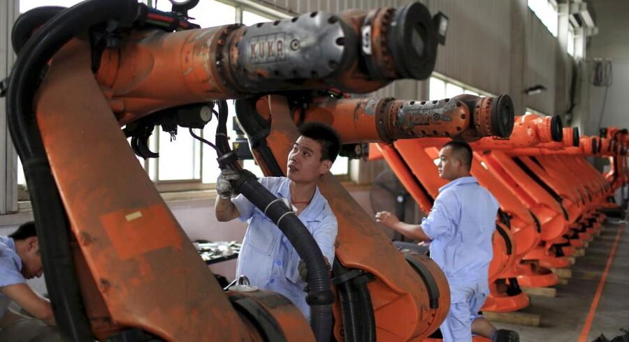 Den kvartalsvise undersøgelse, der omfatter over 2100 virksomheder i Kina, viser en fortsat robust vækst i servicesektoren, men vedvarende svaghed i fremstillingssektoren.