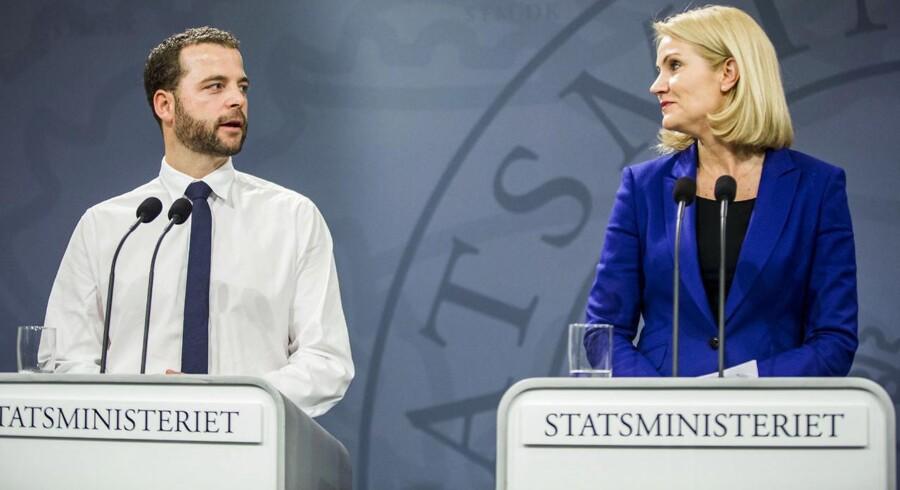 Tre ud af fire af de 40.000 job, som statsminister Helle Thorning-Schmidt (S) og økonomiminister Morten Østergaard (R) fortæller, at regeringen har skabt de seneste år, er besat af udenlandsk arbejdskraft.