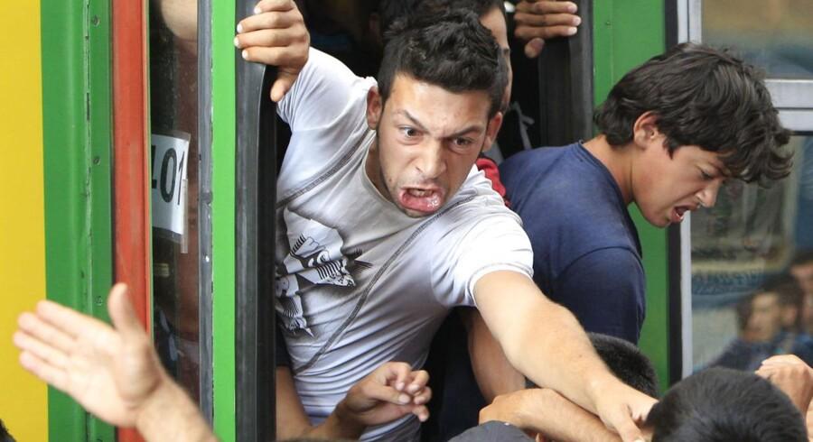 Torsdag morgen stormede migranter et tog i Budapest.