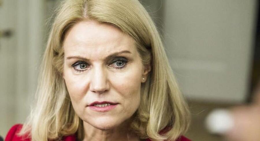 Den nyeste Gallup-måling viser, at Helle Thorning-Schmidt står i et dilemma. Hvis det er rigtigt, at rød blok for alvor er på tilbagetog, vil hun nemlig med stor sandsynlighed tabe regeringsmagten, også selv om S opnår et tåleligt resultat.