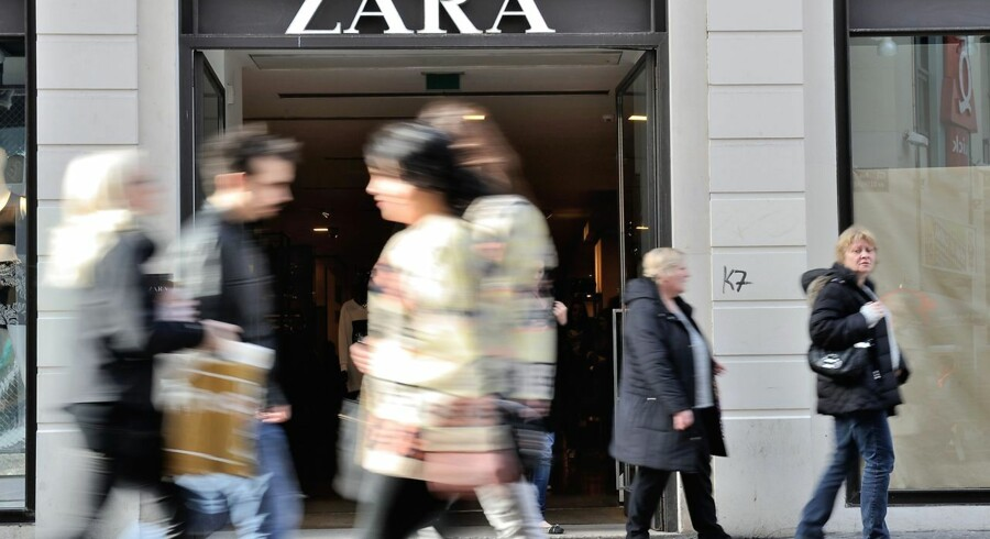 Pepole walk in front of the entrance of a Zara clothing store on February 24, 2014 shows in the French northern city of Lille. AFP PHOTO / PHILIPPE HUGUEN