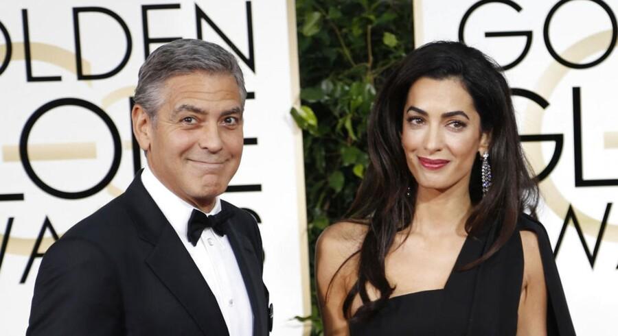 Der var både skulderklap og stjernestøv i massevis, da den røde løber søndag blev rullet ud for dette års Golden Globe Awards-show. Et af 2014s absolutte »power couples«, skuespiller George Clooney og hans kone, juristen og menneskerettighedforkæmperen Amal Clooney. De to blev for nyligt gift,