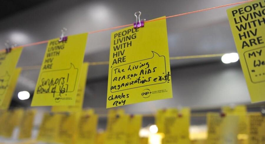 Beskeder med opmuntrende ord til hiv-smittede er hængt op ved konferencen i Melbourne, hvor de danske forskere fra Aarhus Universitet og Aarhus Universitetshospital skal præsentere deres resultater.