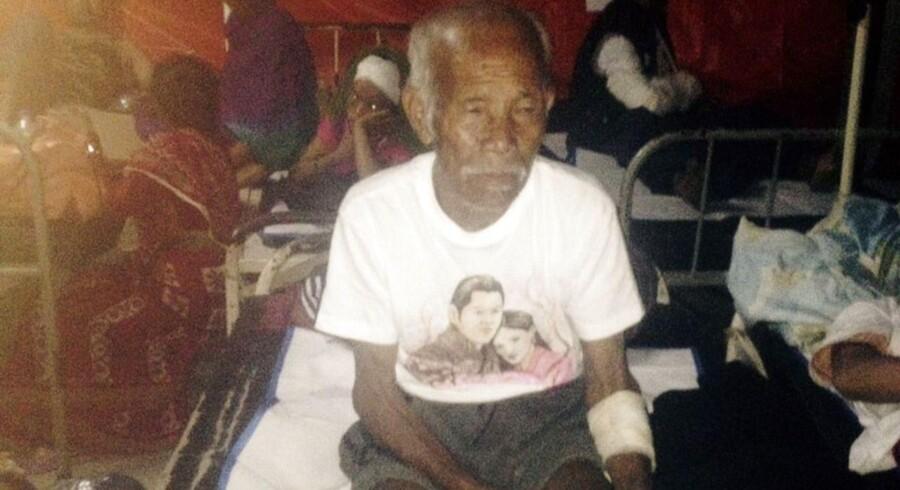 101-årige Funchu Tamang blev lørdag befriet under murbrokkerne fra sit hjem i Nuwakot-distriktet, der ligger omkring 80 kilometer fra hovedstaden Kathmandu. Hans tilstand er stabil, men han har fået mindre skader og er blevet fløjet til hospitalet med helikopter.