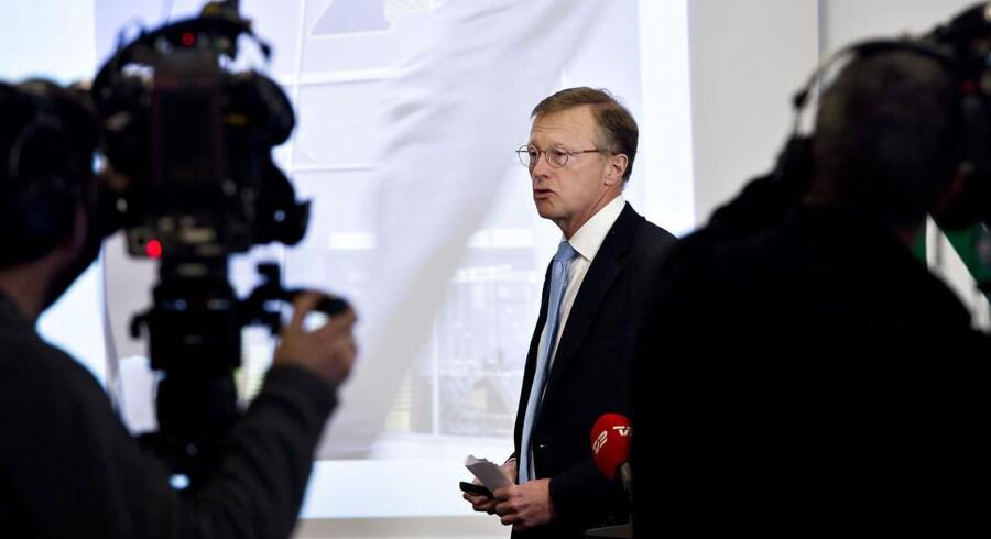 Den lave oliepris har i første omgang været en stor gevinst for A.P. Møller Mærsk, men har også den konsekvens, at selskabet har igangsat en række spareprogrammer, der skal høste bredt i koncernen.