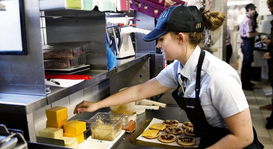 Virksomheder kan risikere at dø med den moderne ledelsesform, mener forfatter til Livsfarlig Ledelse Christian Ørsted. McDonald's er et af hans eksempler på en organisation, der har mange gode elementer, og som er blevet kåret til Danmarks bedste arbejdsplads. Faste arbejdstider, tydelig rangering og frihed når man tjekker ud, er nogle af de ting, mange virksomheder i dag mangler, men som McDonald's efterlever.