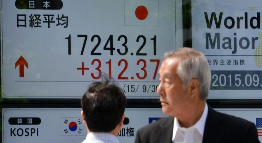 De svage produktionsdata i Japan bliver fulgt til dørs af en skuffende udvikling i detailhandlen.