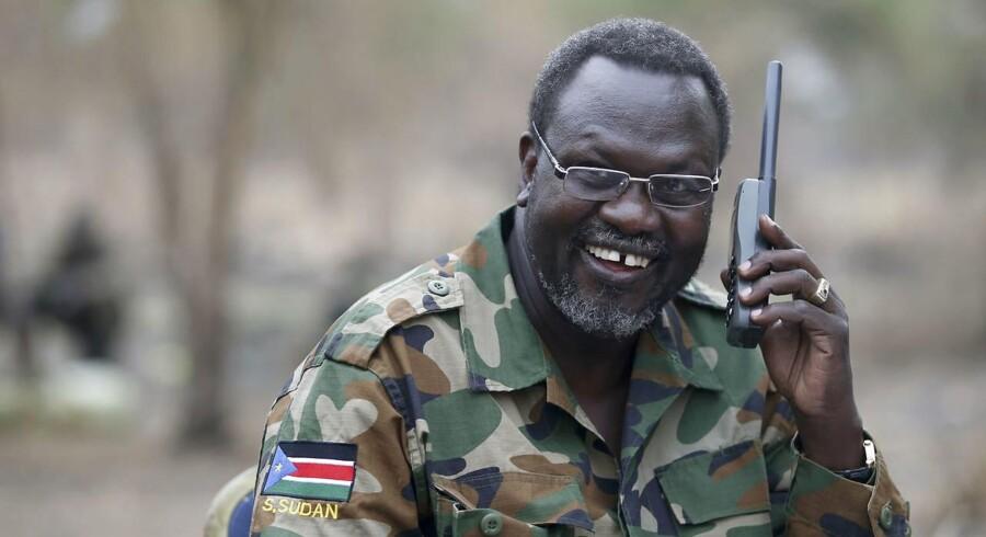Den sydsudanske oprørsleder Riek Machar skulle være tiltrådt som vicepræsident, men har endnu ikke indfundet sig i hovedstaden Juba.
