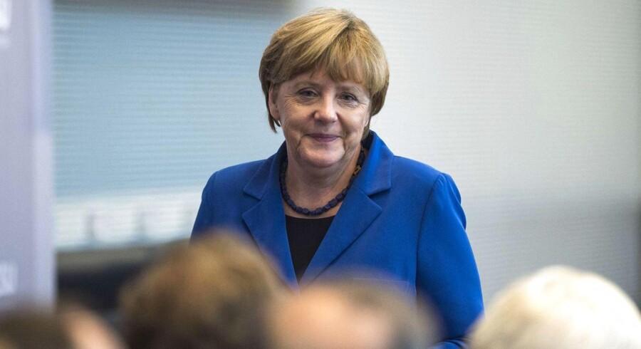 Angela Merkel kan glæde sig over, at VW-skandalen ikke har fået de store konsekvenser for tysk økonomi.