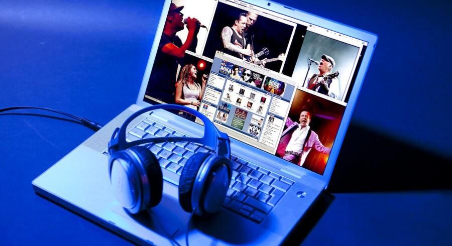 De internetbrugere, der ikke ulovligt downloader musik, er også dem, der spytter færrest penge i pladeselskabernes slunkne kasse.