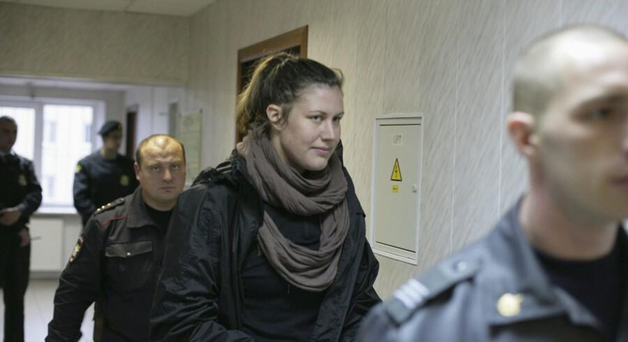 »Vi er her for at redde Arktis. Vi ønsker ikke at gøre noget voldeligt eller at angribe nogen,« lød det i sidste uge fra den danske Greenpeace-aktivist Anne Mie Roer Jensen, da hun torsdag i sidste uge blev afhørt i retten i Murmansk. Torsdag i denne uge blev hun tiltalt for pirateri og risikerer nu 15 år i et russisk fængsel.