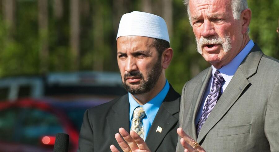 Pastor Terry Jones og Imam Muhammad Musri fra Islamic Society of Central Florida, annoncerede ved pressemøde, at koranafbrændingerne er aflyst. Men nu har Terry Jones skabt fornyet tvivl om det nu også er tilfældet.