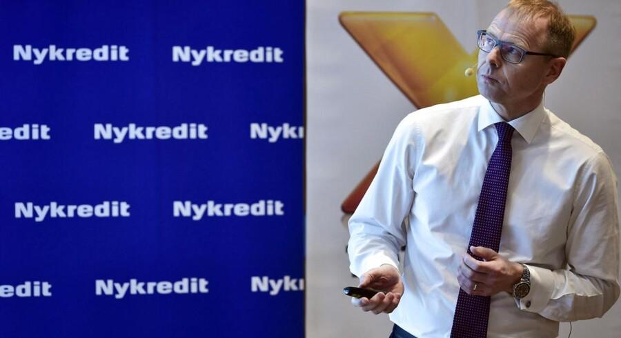 Consum-stifter Rasmus Visby er rystet over, at Nykredit bliver børsnoteret blot en måned før et valg. Kritiske røster vil nu lægge pres på bestyrelsen.