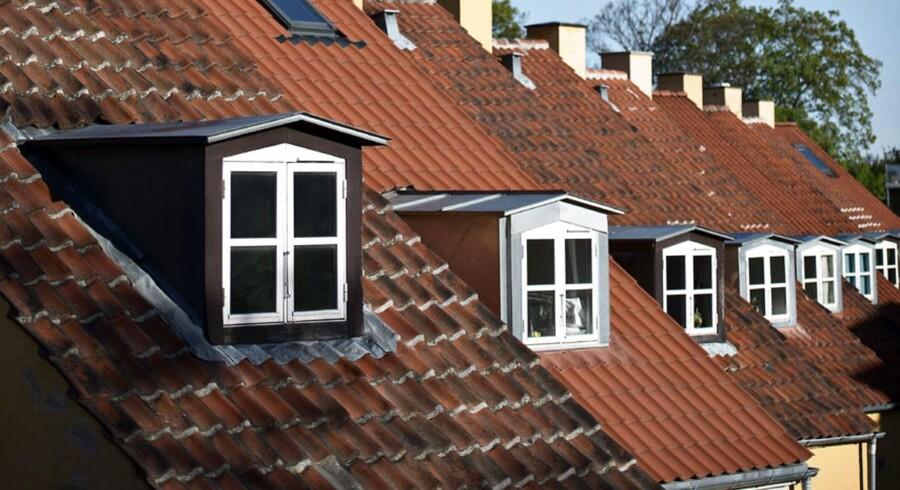 Udbuddet af villaer og rækkehuse var 5,3 pct. under niveauet fra december 2014, og alle regioner oplevede fald i udbuddet af villaer og rækkehuse det seneste år.