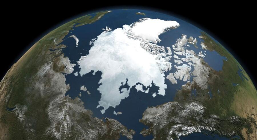 Her et billede af det Arktiske Ocean nord for Grønland taget med en af NASAs satellitter. Arkivfoto fra 2010.