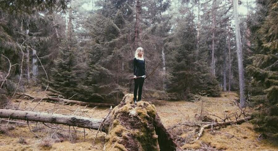 Amalie Bruun har sunget pop og medvirket i en Chanel-reklame. Nu har hun udgivet sit første black metal-album. Foto: PR
