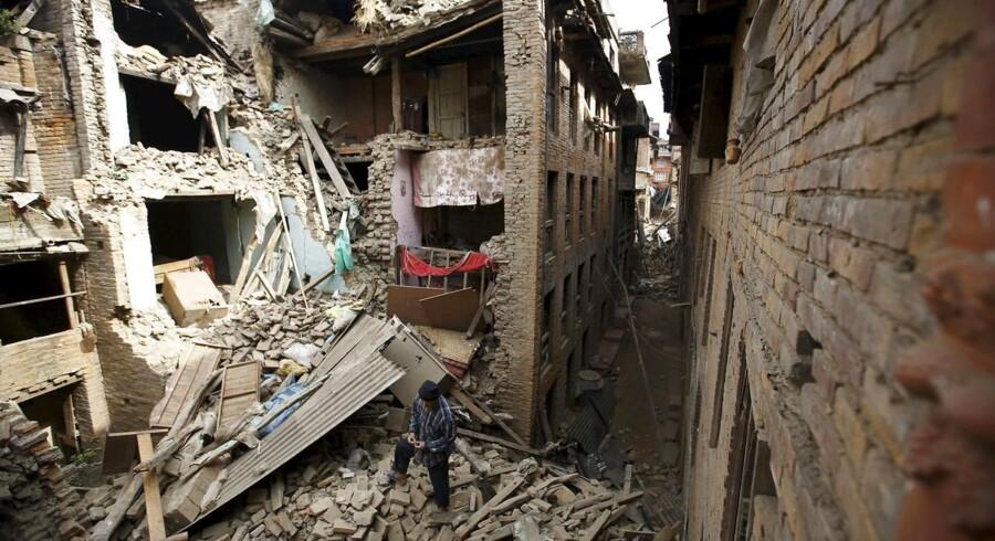 Søndag morgen dansk tid ryster nye efterskælv Nepal.