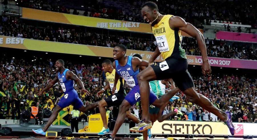 Justin Gatlin (tv.) besejrede blandt andre legenden Usain Bolt ved VM i atletik, men trods den bedrift er det ikke muligt for amerikaneren at blive nomineret til titlen som verdens bedste mandlige atlet i 2017.