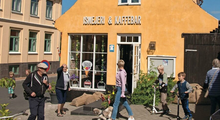 Bornholms Ismejeri i Svaneke serverer populær is, der er håndrørt af lokal gårdmælk.