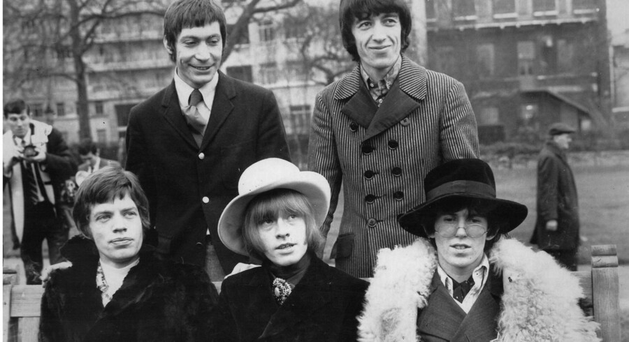 The Rolling Stones som bandet så ud i november 1967. Forrest fra venstre Mick Jagger, Brian Jones og Keith Richards og bagest Charlie Watts og Bill Wyman.