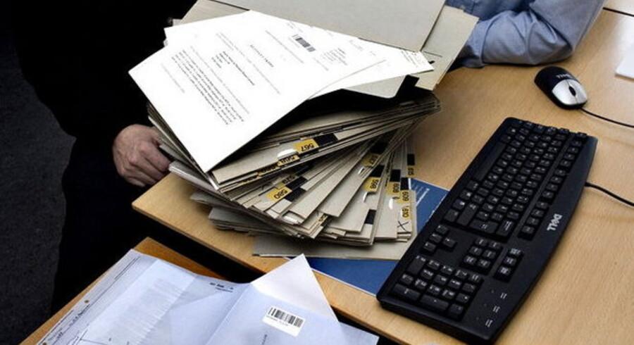 Papirbunkerne fortsætter med at hobe sig op i de danske domstole, fordi det stort anlagte digitale tinglysningssystem er blevet halvandet år forsinket. Foto: Morten Juhl, Scanpix