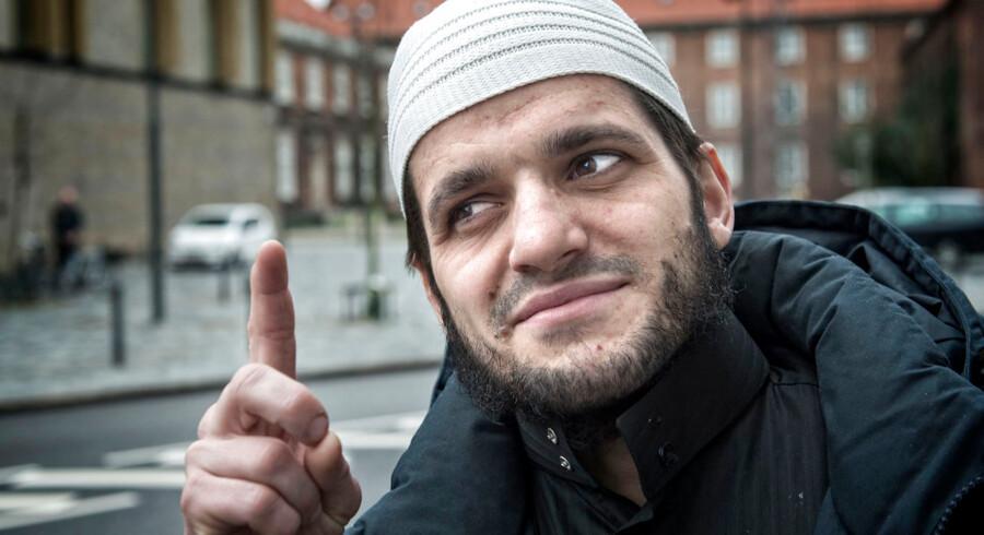 31-årig sigtet for terrortrusler på Facebook. Salafist Adnan Avdic, bekendt af den 31 årige mødte op i retten på Frederiksberg.