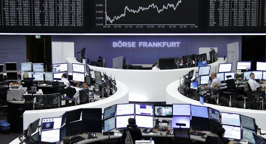 Det tyske energiselskab E.On kommer ud af første halvdel af året med en indtjening på linje med aktieanalytikernes forventninger, men til gengæld er toplinjen en markant, positiv overraskelse.
