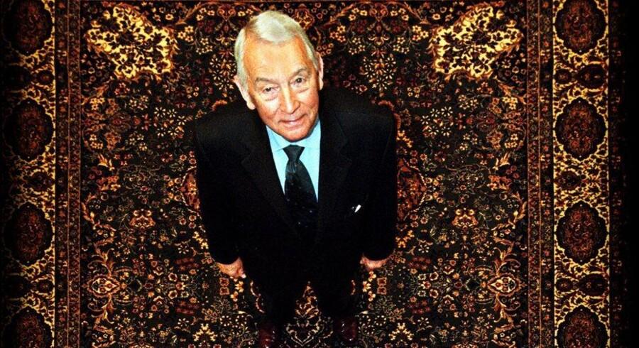 Jørn E. Jensen grundlagde Tæppeland i 1951 og har adskillige gange siden måttet træde hjælpende til. Foto: Ulrik Jantzen