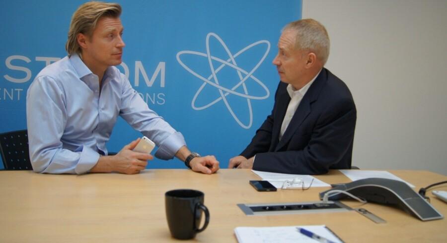 Firstcoms administrerende direktør Bjarke Salomonsen (til venstre) under forhandling med Jean-Pierre Vandromme, der er partner i kapitalfonden Pemberton og medejer af det nystiftede Cloudtel, som har købt Firstcom. Foto: Scanpix