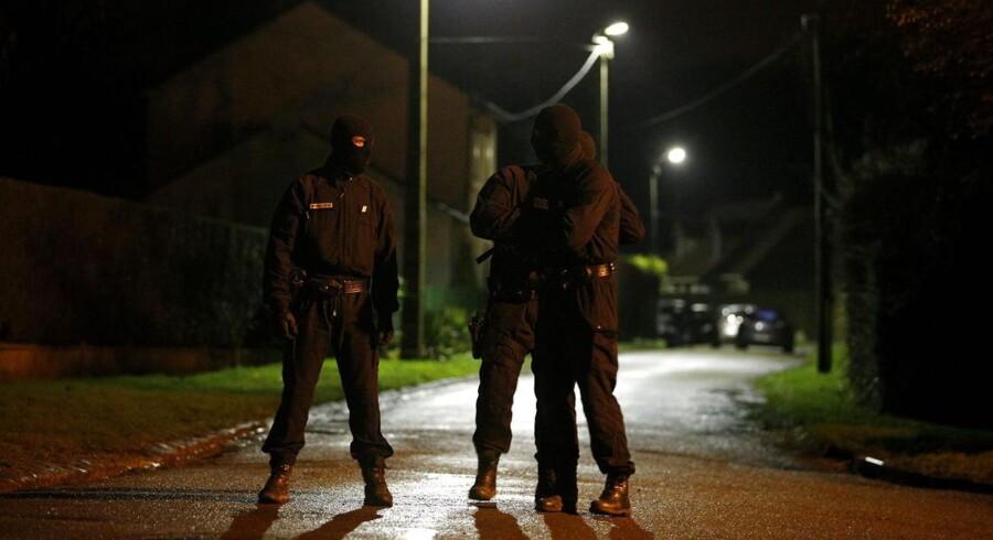 Fransk politi i aktion fredag aften.