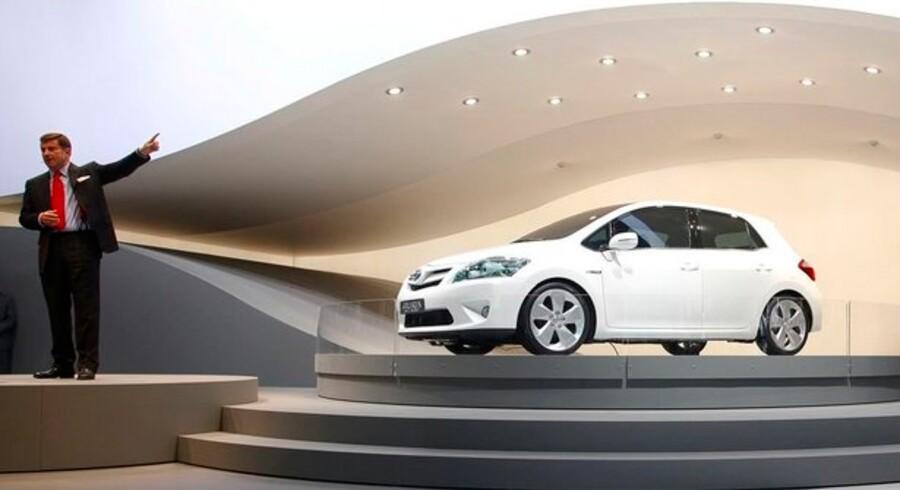 Toyota forsøger som de øvrige bilfabrikanter at vinde salget tilbage igen med nye modeller. Her bliver den nye Toyota Auris præsenteret tirsdag i denne uge på den internationale biludstilling i Frankfurt, Tyskland, verdens største. Foto: Johannes Eisele, Reuters/Scanpix