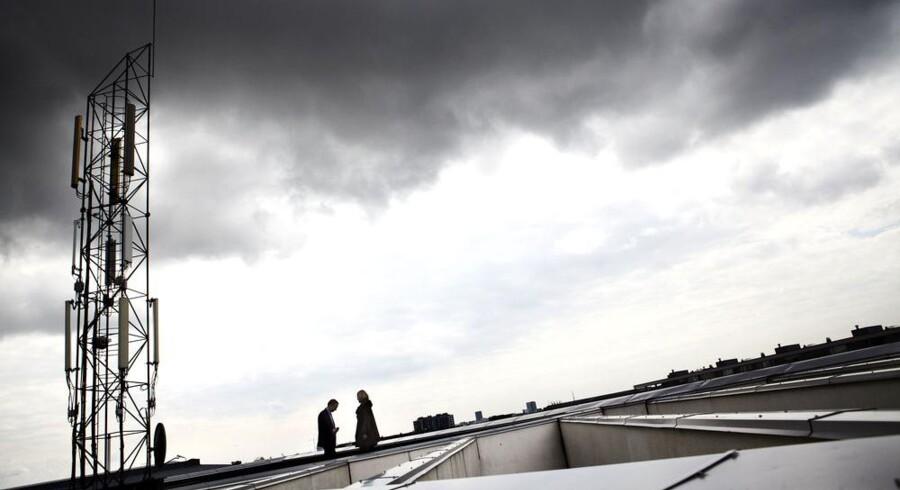 TDC var først til at tage det nye LTE-supermobilnet i brug i Danmark - dog kun til interne tests. Det skete i maj 2010. Telia bliver derimod det første teleselskab, der byder kunderne indenfor til en verden uden digitale trafikpropper. Her ses TDCs 4G-/LTE-mast på hovedkontoret på Teglholmen i Københavns sydhavn. Arkivfoto: Jeppe Bøje Nielsen, Scanpix