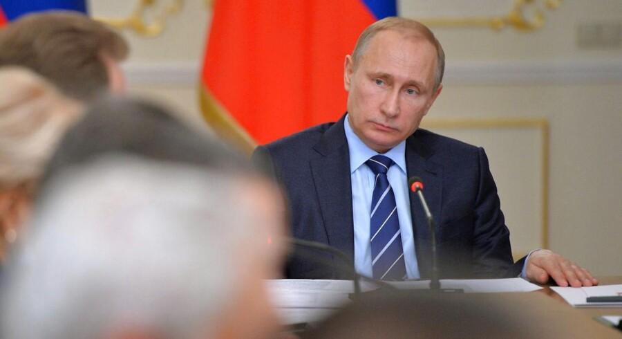 Den russiske centralbank, Bank of Russia, er klar til at sætte renten ned, når inflationen går ned. Det siger den russiske centralbanks chef Elvira Nabiullina ifølge Bloomberg News.