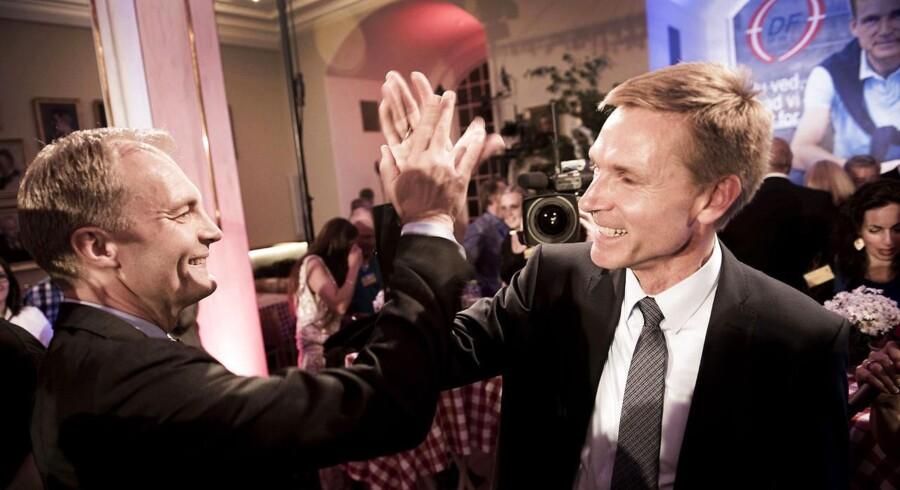 Dansk Folkeparti holder valgfest i Snapstinget på Christiansborg på valgdagen, torsdag den 18. juni 2015. Her Kristian Thulesen Dahl og Peter Skaarup.