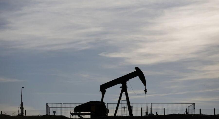 Verdens største olieservicevirksomhed, Schlumberger, har onsdag annonceret et milliardopkøb af branchefællen Cameron International, der laver udstyr til olieboring.
